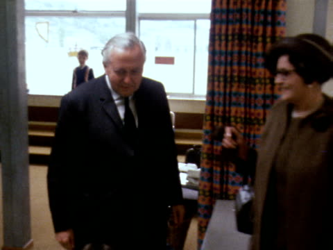 harold and mary wilson walk around a classroom in the newly built primary school in aberfan june 1969 - harold wilson stock-videos und b-roll-filmmaterial