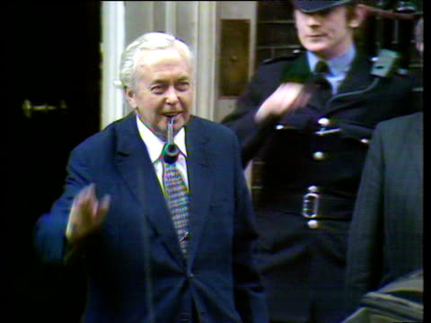 vídeos de stock e filmes b-roll de harold wilson smoking pipe leaves 10 downing street on last day as prime minister 05 apr 76 - 1974