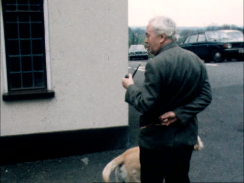 harold wilson's last day as prime minister england bucks chequers cms harold wilson walks towards pipe in mouth bv walks off with the dog ekta 16mm... - harold wilson stock-videos und b-roll-filmmaterial