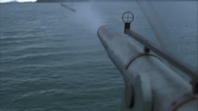 r/f, harpoon gun shooting into water - arpone video stock e b–roll