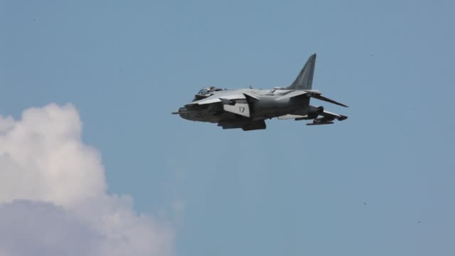 harrier displays as thousands gather for the second day of the 2012 cherry point air show, may 5, at marine corps air station cherry point, n.c. - sprengkörper stock-videos und b-roll-filmmaterial
