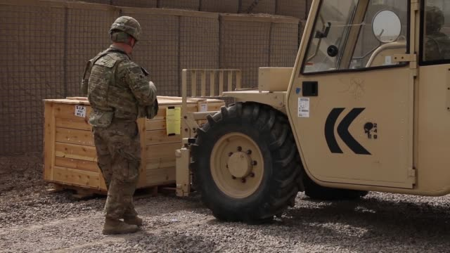 harris radio equipment transfer between the us army 249th composite supply company 82nd airborne division and the communications directorate of the... - crate stock videos & royalty-free footage