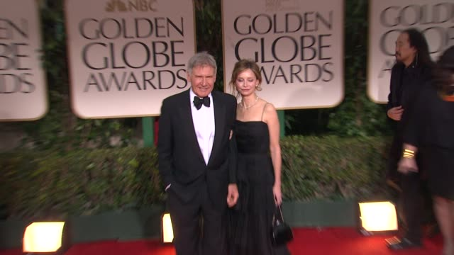 vídeos y material grabado en eventos de stock de harrison ford and calista flockhart at 69th annual golden globe awards arrivals on january 15 2012 in beverly hills california - calista flockhart