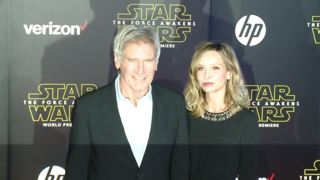 "harrison ford and calista flockhart at the ""star wars: the force awakens"" world premiere at tcl chinese theatre on december 14, 2015 in hollywood,... - calista flockhart stock-videos und b-roll-filmmaterial"