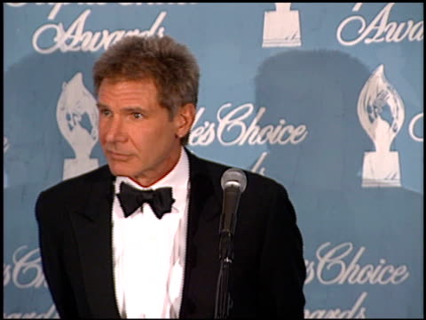 stockvideo's en b-roll-footage met harrison ford at the 1998 people's choice awards press room at barker hanger in santa monica california on january 11 1998 - 1998