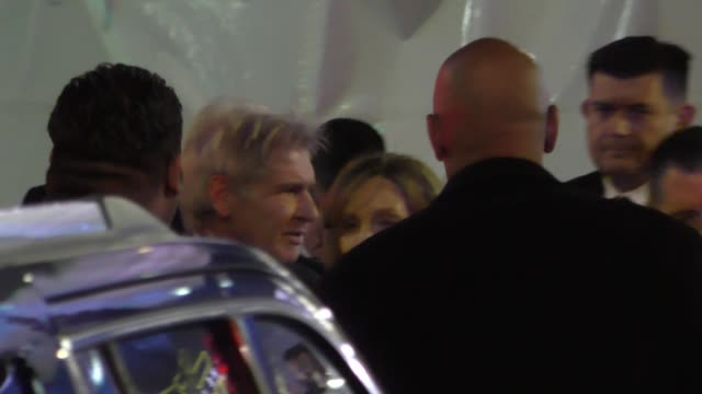 harrison ford & calista flockhart arrives to star wars the force awakens premiere on hollywood blvd at celebrity sightings in los angeles on december... - calista flockhart stock-videos und b-roll-filmmaterial