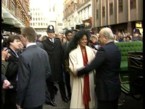 Harrods sale ENGLAND London Knightsbridge Harrods Harrods with illuminations amp long queue MS Singer Diana Ross out horse drawn carriage amp greeted...
