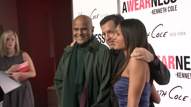 harry belafonte kenneth cole and rosario dawson at the kenneth cole hosts book launch for 'awearness inspiring stories about how to make a... - dawson city点の映像素材/bロール