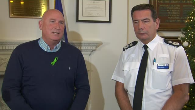 vidéos et rushes de northamptonshire police press conference; england: northampton: int chief constable nick adderley and radd seiger answering press questions sot. - northampton