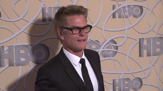 vídeos de stock e filmes b-roll de harry hamlin at hbo's official 2017 golden globe awards after party - arrival at the beverly hilton hotel on january 08, 2017 in beverly hills,... - the beverly hilton hotel