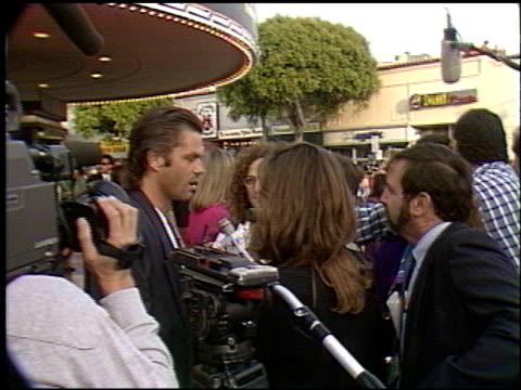 harry hamlin at the 'robin hood' premiere on june 10, 1991. - ウエストウッドヴィレッジ点の映像素材/bロール