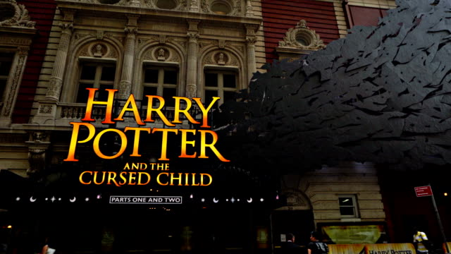 harry potter and the cursed child - theateraufführung stock-videos und b-roll-filmmaterial