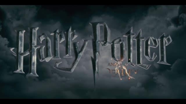 vidéos et rushes de harry potter and the deathly hallows part two world premiere london uk harry potter and the deathly hallows part two world premiere at trafalgar... - harry potter titre d'œuvre