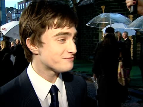 stockvideo's en b-roll-footage met 'harry potter and the order of the phoenix' interviews with cast daniel radcliffe interview sot he goes through the wringer in this movie / but i... - harry potter naam kunstwerk