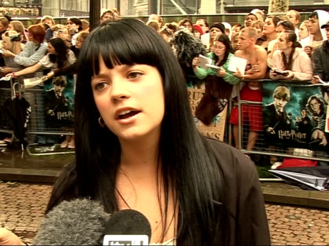'harry potter and the order of the phoenix' interviews with cast lily allen interview sot it was a really funny weird experience being on stage with... - 2007 stock-videos und b-roll-filmmaterial