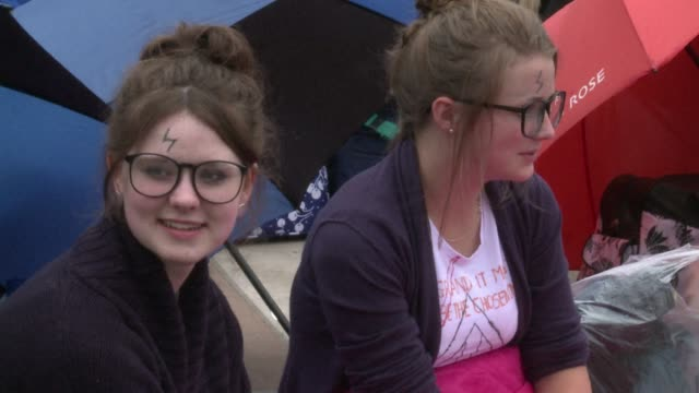 harry potter fans began camping out in london's trafalgar square on tuesday two days ahead of the premiere of the final film in the fantasy series... - keramiker stock-videos und b-roll-filmmaterial
