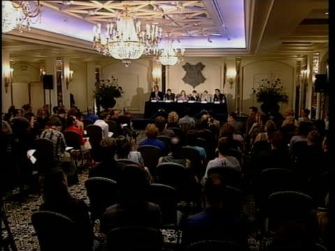 actors press conference; itn england: london: int radcliffe press conference radcliffe press conference sot - i am a tiny bit like harry - harry potter titolo d'opera famosa video stock e b–roll