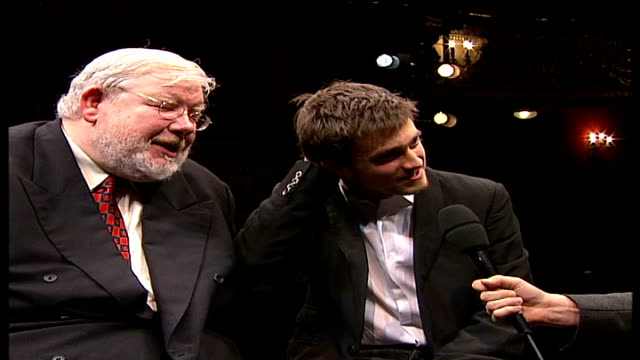 stockvideo's en b-roll-footage met harry potter star daniel radcliffe takes his first stage role in production of 'equus' richard griffiths and daniel radclifffe interview sot not a... - harry potter naam kunstwerk