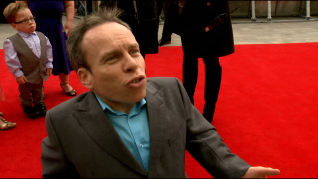 harry potter studio tour gv eddie redmayne warwick davis interview sot nothing like hp never will again tour amazing what it means for uk been here... - ensemblemitglied stock-videos und b-roll-filmmaterial