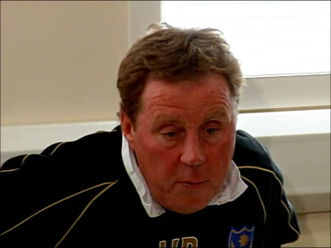 harry redknapp criticises police investigation into corruption england photography * * harry redknapp press conference sot disappointed that police... - ハリー レッドナップ点の映像素材/bロール