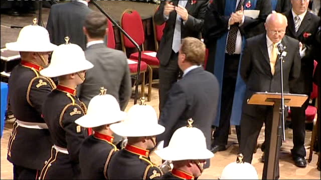harry redknapp given freedom of the city of portsmouth cermony england hampshire portsmouth photography** harry redknapp along to podium to collect... - ハリー レッドナップ点の映像素材/bロール