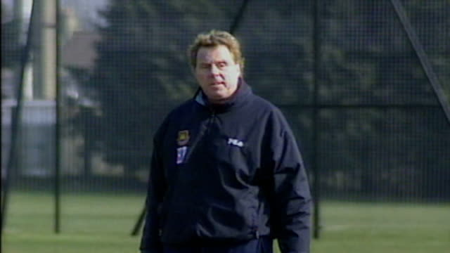 harry redknapp supports jack wilshere over england row; bsp090501034 date unknown ext redknapp on pitch during training session ** redknapp interview... - ハリー レッドナップ点の映像素材/bロール