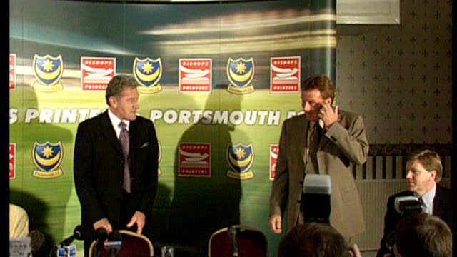 harry redknapp takes over as manager of tottenham hotspur fc t07120530 int harry redknapp into press conference at time of taking over as portsmouth... - ハリー レッドナップ点の映像素材/bロール