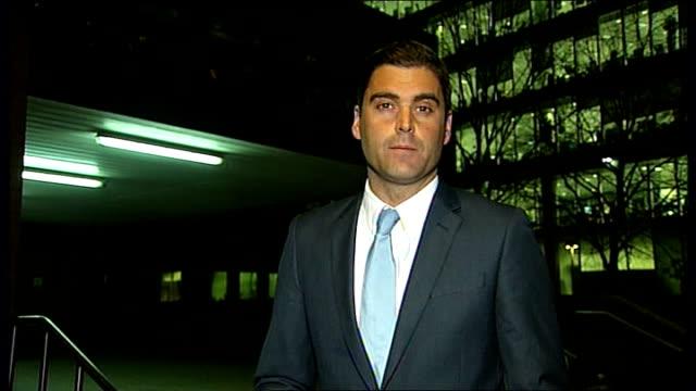 harry redknapp tax evasion trial continues; night reporter to camera - ハリー レッドナップ点の映像素材/bロール