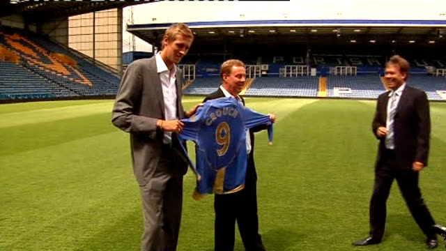 jurors told to focus on evidence lib england hampshire portsmouth fratton park peter crouch and redknapp holding up portsmouth fc football shirt on... - hampshire stock-videos und b-roll-filmmaterial
