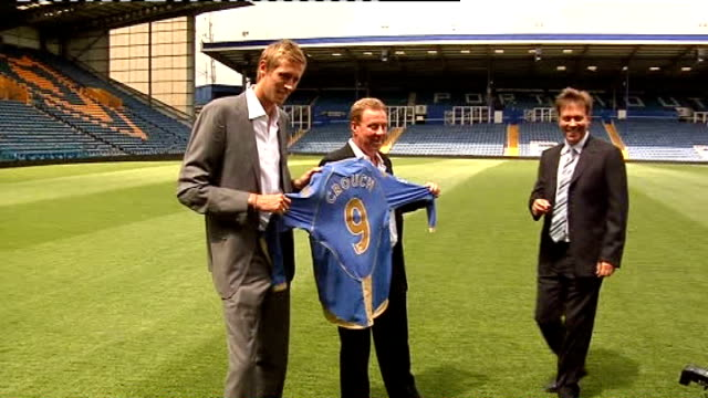 redknapp cleared of tax fraud lib hampshire portsmouth fratton park peter crouch and redknapp holding up portsmouth fc football shirt on pitch with... - hampshire stock-videos und b-roll-filmmaterial
