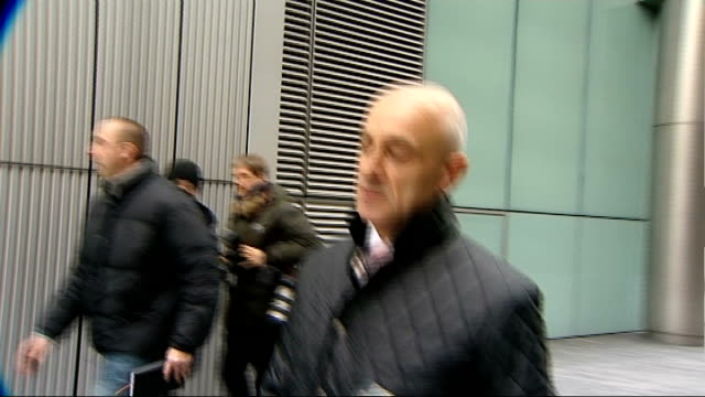 harry redknapp tax evasion trial: redknapp cleared of tax fraud; t25011246 southwark: ** beware flash photography ** rob beasley arrives at court... - ハリー レッドナップ点の映像素材/bロール