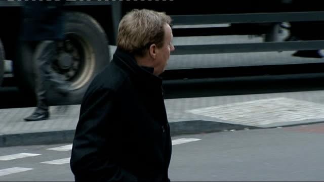 harry redknapp tax evasion trial: redknapp denies lying; england: london: southwark crown court: ext **beware flash photography** harry redknapp... - ハリー レッドナップ点の映像素材/bロール