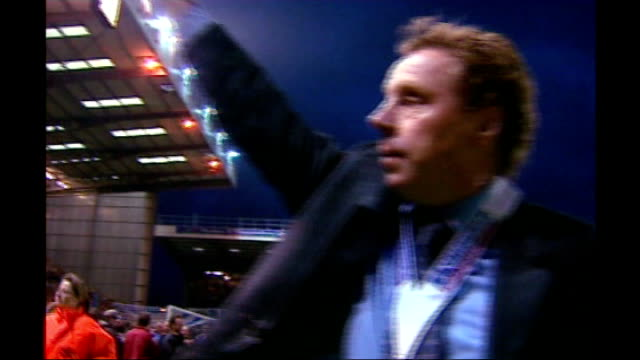 harry redknapp tax evasion trial starts 2003 portsmouth fratton park redknapp waving to fans with promotion winners medal round neck ** flash - ハリー レッドナップ点の映像素材/bロール