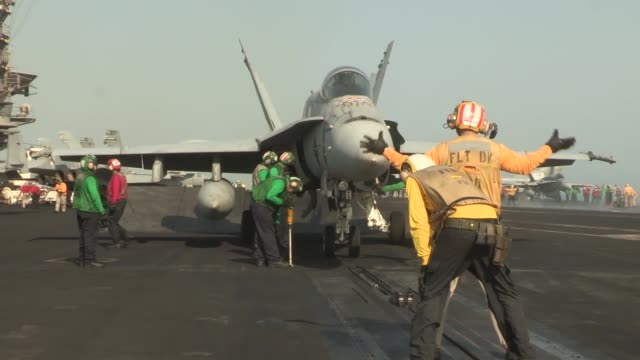 uss harry s truman conducts flight operations in support of operation enduring freedom the uss harry s truman flagship for the harry s truman carrier... - operazione enduring freedom video stock e b–roll