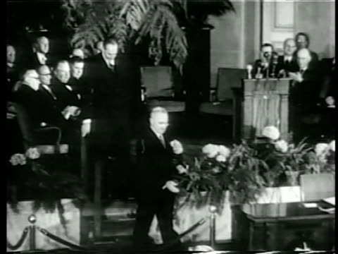 harry s truman shaking hands with man at signing of nato pact at united nations / doc - 1949 stock-videos und b-roll-filmmaterial