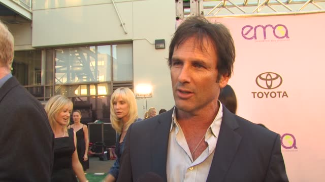 hart bochner on environmentally friendly sets on being here at the 2009 environmental media awards at los angeles ca - environmental media awards stock videos & royalty-free footage