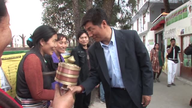 harvard academic lobsang sangay was elected head of tibet's exiled government wednesday, with the daunting task of assuming the political duties of a... - esilio video stock e b–roll