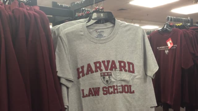 harvard law school has decided to drop the controversial shield logo due to its association with an 18th century slaveholder shots of the harvard law... - 書店点の映像素材/bロール