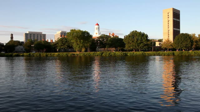 stockvideo's en b-roll-footage met harvard reflecting on the charles river - harvard university