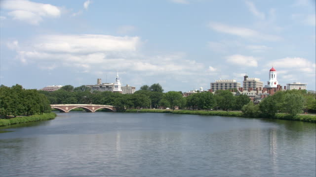 stockvideo's en b-roll-footage met ws harvard university campus and john w. weeks bridge (harvard foot bridge) seen across charles river / boston, massachusetts, usa - harvard university