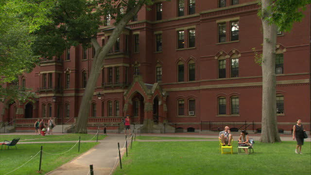 stockvideo's en b-roll-footage met ws harvard university campus / cambridge, massachusetts, usa - harvard university