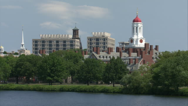 stockvideo's en b-roll-footage met ws harvard university campus with eliot house clock tower seen across charles river / boston, massachusetts, usa - harvard university