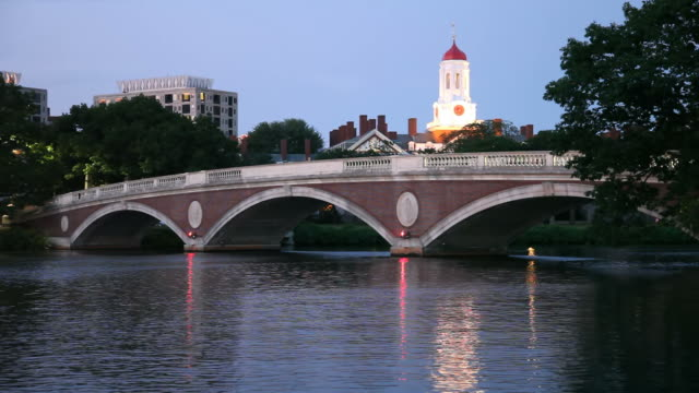 stockvideo's en b-roll-footage met harvard university reflecting on the charles river - harvard university