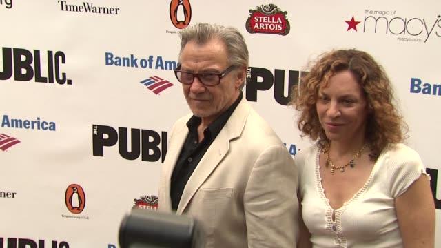 harvey keitel and daphna kastner at the 2010 public theater gala at new york ny. - ハーヴェイ カイテル点の映像素材/bロール