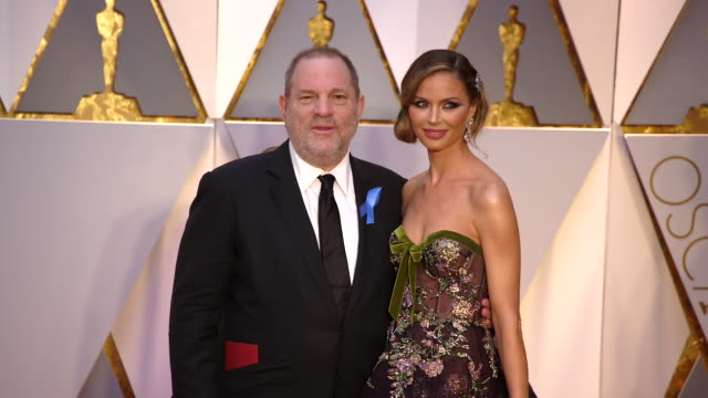 vidéos et rushes de harvey weinstein and georgina chapman at 89th annual academy awards - arrivals at hollywood & highland center on february 26, 2017 in hollywood,... - academy awards