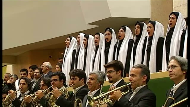 vidéos et rushes de hassan rouhani inaugurated as iranian president; iran: tehran: int choir and orchestra performing at inauguration ceremony sot - président