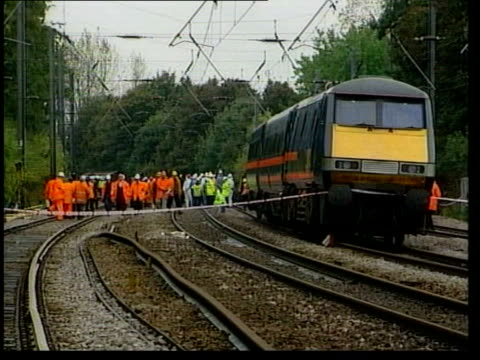 manslaughter charges lib hertfordshire hatfield rail workers police and investigators at site of train derailment - hatfield stock videos and b-roll footage