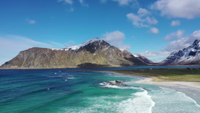 vídeos de stock, filmes e b-roll de haukland beach winter scenery / lofoten islands, norway - frente ao mar