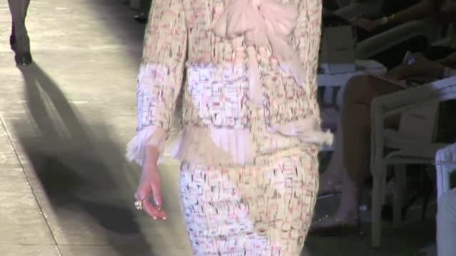 vídeos de stock e filmes b-roll de haute couture chanel fashion show in paris runway celebrity sightings at paris haute couture on july 03 2012 in paris france - chanel