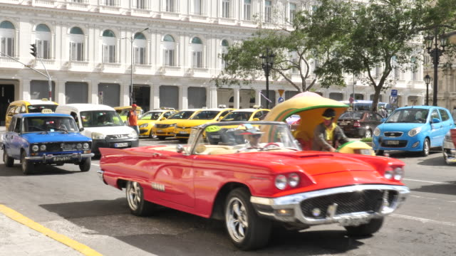 havanna zentrum mit oldtimer - collector's car stock videos and b-roll footage